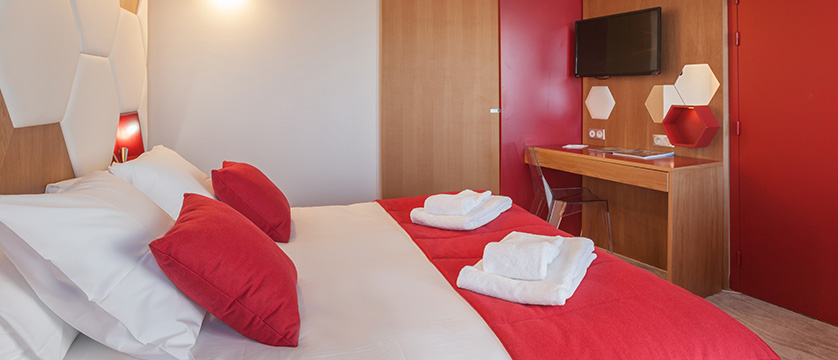 France_Alpe-dHuez_Hotel_le_royal_ours_blanc_bedroom.jpg